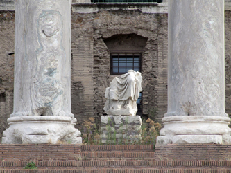 Temple of Antoninus and Faustina - remains of the altar and statues
